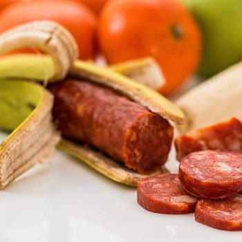 Чим шкідливі сосиски і ковбаса?